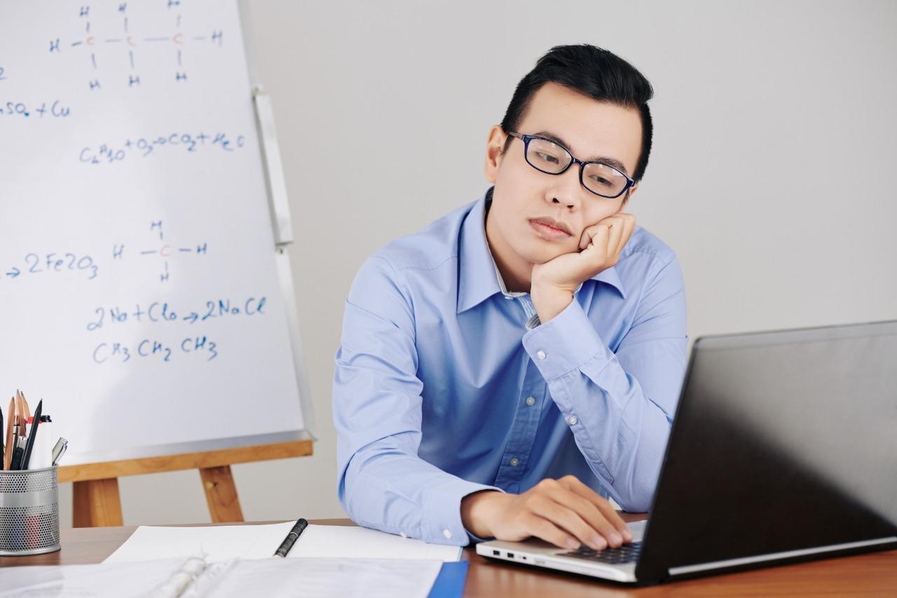 ¿Por qué son tan aburridas algunas clases online?